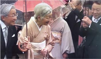 園遊会での河上宗勝氏(河上薬品社長)